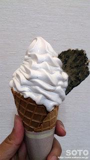 かやの実ソフトクリーム