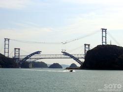 西港から見た新天門橋