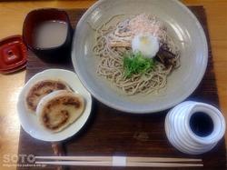 けいほく(おろし蕎麦と納豆もち)