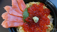 『岩木屋』の鮭とイクラ親子丼