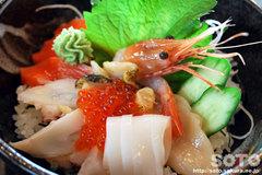 襟裳岬(海鮮丼)