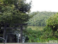 袋池と袋池神社