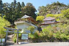 岩屋神社(入口の鳥居)