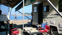 美国港でキャンプ