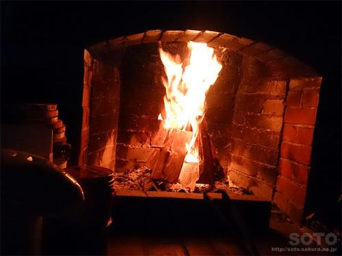 木下小屋(暖炉)
