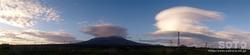 利尻富士とレンズ雲