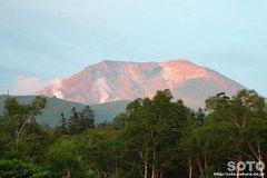 夕日に映える旭岳