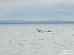 知床(漁船と国後島)