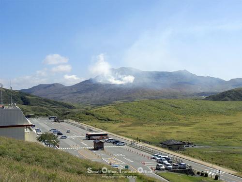 阿蘇中岳と草千里