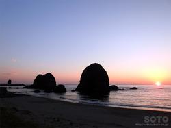 三本杉岩の夕陽(2)