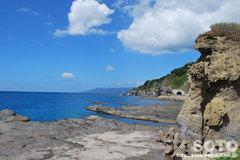 親子熊岩と海