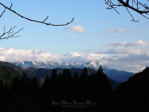山小屋から鞍岳
