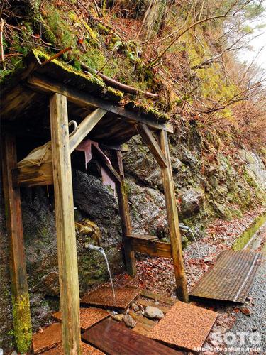 兵戸峠の岩清水(1)