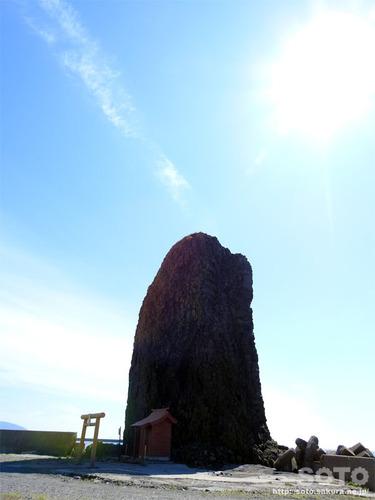 三本杉海岸(ロウソク岩)