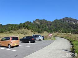 高森殿の杉(駐車場)