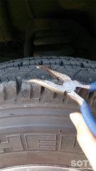 タイヤに挟まった小石取り