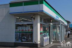 ファミリーマート ベタ踏み坂店