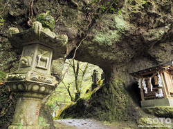 岩屋神社(洞門)