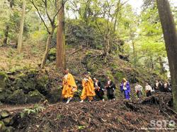 岩屋神社(行者の列)