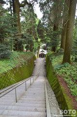 草部吉見神社(下り階段)