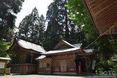 草部吉見神社(拝殿と本殿)