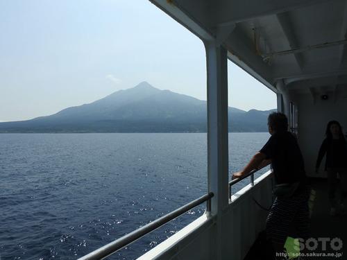 フェリーから利尻富士を眺める