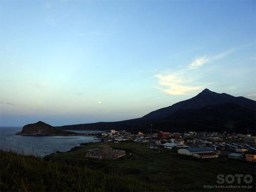 夕日ヶ丘展望台からペシ岬を望む