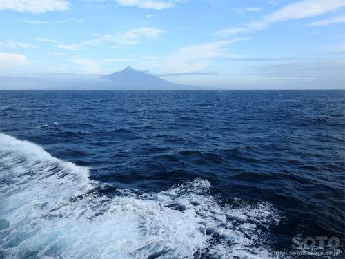洋上から見た利尻富士
