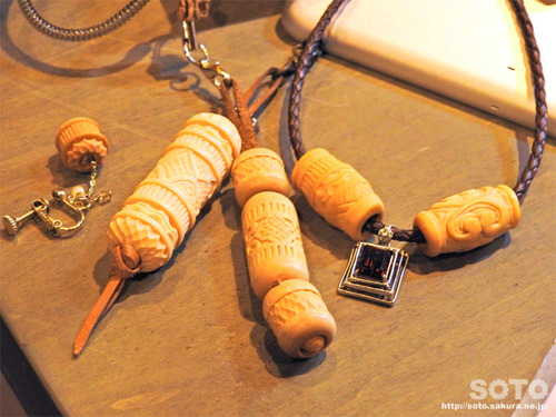 二風谷 チセ(木彫り)