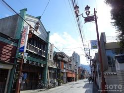 秩父神社参道の町並み(01)
