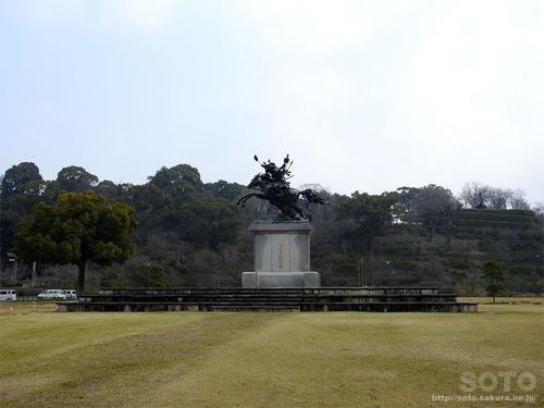 菊池公園(銅像)