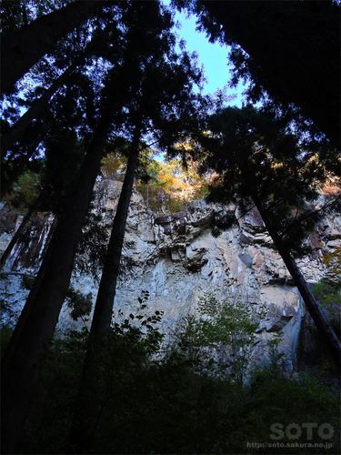嵩山(骨穴?)