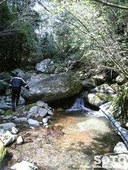 山小屋そばの渓流