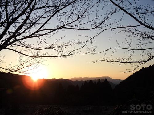 山小屋からの初日の出