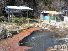 山小屋の池